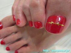 赤にさりげないリボンが可愛いフットネイル foot nail ribbon casual in red cute. The one-color fill in red overall, thumb only paste the line tape of gold, I made the ribbon studs. It does not really art, finished with simple nails other.