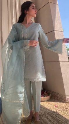 Best Trendy Outfits Part 35 Simple Pakistani Dresses, Pakistani Fashion Casual, Pakistani Wedding Outfits, Pakistani Dress Design, Pakistani Gowns, Pakistani Clothing, Indian Fashion, Designer Party Wear Dresses, Kurti Designs Party Wear