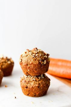 This One-Bowl Healthy Carrot Muffins recipe is easy, nutritious and so yummy! They're made with good-for-you ingredients and spiced just right. Vegan Baking, Healthy Baking, Healthy Snacks, Vegan Snacks, Healthy Desserts, Healthy Eats, Healthy Carrot Muffins, Carrot Cake Muffins, Oat Muffins