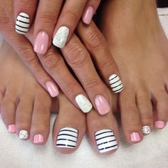 What Christmas manicure to choose for a festive mood - My Nails Cute Toe Nails, Diy Nails, Pretty Nails, Pedicure Designs, Pedicure Nail Art, Toe Nail Designs, Toe Nail Art, Cruise Nails, Black Nails