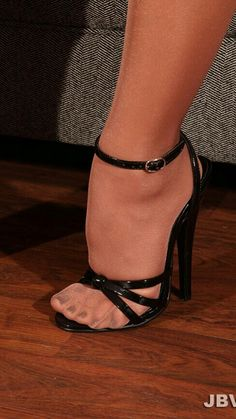 I Love Women Who Wear Suntan Pantyhose : Photo Sexy Zehen, Pretty Heels, Pantyhose Heels, Super High Heels, Sexy Legs And Heels, Sexy Toes, Female Feet, Women's Feet, Ankle Strap Sandals