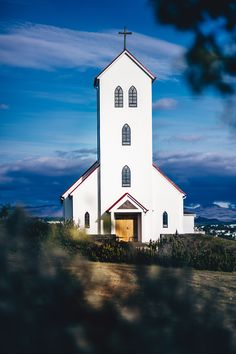 What are the best tours, activities, experiences, and things to do in Iceland? The perfect itinerary for your trip to Iceland. Iceland Travel, Reykjavik Iceland, Inspired By Iceland, Road Trip, Fjord, Parc National, Travel Guides, Places To Go, Street Art