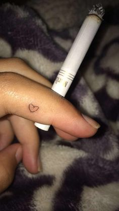 My stick n poke tatto 🤘🏻 Cute Little Tattoos, Tiny Tattoos For Girls, Cute Small Tattoos, Tattoos For Women, Dope Tattoos, Pretty Tattoos, Mini Tattoos, Body Art Tattoos, Finger Tattoo For Women