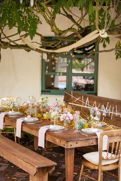 DIY Tutorial! Make wire orbs to hang over tables for that extra twinkle. Event Styling: Honey & Twine Weddings and Events / Photography: Page Bertelsen / Florals: Church Street Flowers / Rentals: Classic Party Rentals, SF / Venue: The Allied Arts Guild
