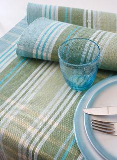Luo pellavainen raikkaan värinen raitaloimi ja kudo kaitaliinoja ja pyyhkeitä keväkeittiöön. (3509) Raikas rohdinliina, Mallikerta-lehti nro 1/2015. Dish Towels, Tea Towels, Daily Fiber, Weaving Projects, Weaving Patterns, Weaving Techniques, Sewing Tutorials, Loom, Hand Weaving