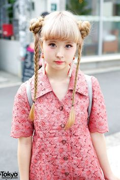 Harajuku girl with braided hair wearing a pink shirt dress with a unicorn backpack, tassel earring and fluffy platform flip-flops. Japanese Street Fashion, Tokyo Fashion, Harajuku Fashion, Asian Fashion, Fashion Beauty, Lolita Fashion, Harajuku Mode, Harajuku Girls, Mother Daughter Fashion