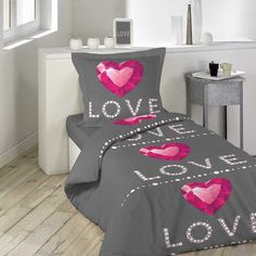 Romantické posteľné obliečky s nápisom LOVE House Beds, Nova, Bedding, Ideas, Linens, Bed Linen, Beds, Thoughts, Blanket