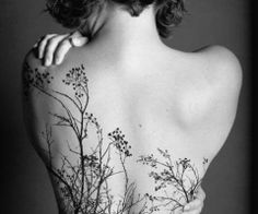 I've come across very little body art that I actually think looks good on someone....this, however, is simply stunning.