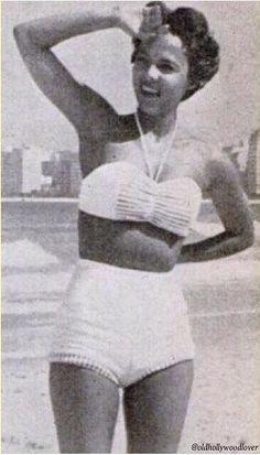 when curves were in vogue … Pierre Balmain, Elsa Schiaparelli, Vintage Glamour, Vintage Beauty, Retro Vintage, Lady In My Life, Dorothy Dandridge, Old Hollywood Glam, Black Goddess