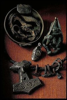 Items from the Viking age in the Swedish History Museum. Viking Power, Viking Life, Viking Art, Viking Warrior, Viking Runes, Norse Pagan, Old Norse, Norse Mythology, Medieval Jewelry