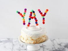 Animando el pastel de cumpleaños - Little Muna