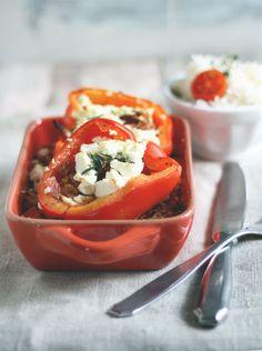 Einfaches Rezept. Reis und überbackene Paprika mit Feta gefüllt mit Hack. Schnelles und einfaches Mittagessen. Jetzt Rezept anschauen.
