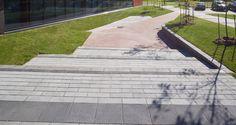 Collège Charles Lemoyne, Longueuil pavé Avenue blanc opale, anthracite, gris fumé, gris granite aménagement paysager pavé uni urbain.    Charles Lemoyne college, Longueuil.  Avenue paver opal white, anthracite, smoke gray, granite gray.  Landscaping urban paver.