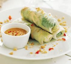 Annabel Langbein Prawn Salad Rolls with Peanut Dipping Sauce Recipe Healthy Snacks, Healthy Recipes, Easy Recipes, Asian Snacks, Healthy Eating, Seafood Recipes, Appetizer Recipes, Dessert Recipes, Food Network Recipes
