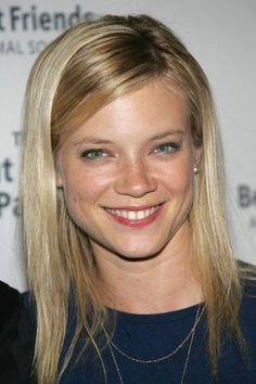 Amy Smart Photos - Actress Amy Smart attends the Best Friends Animal Society's annual fund-raiser, 'The Lint Roller Party', at Smashbox Studios on September 2006 in Culver City, California. Beautiful Smile, Beautiful Women, Amy Smart, Pet Hair Removal, Animal Society, Smile Photo, Classic Actresses, Hollywood Celebrities, Blond