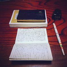 図書館で借りた本の内容がとても心に響いたので、来年から使う能率手帳の補充ノートに書留めました。旅屋さんで購入したつけペンにて。  #能率手帳#能率手帳ゴールド #つけペン#インキ#読書