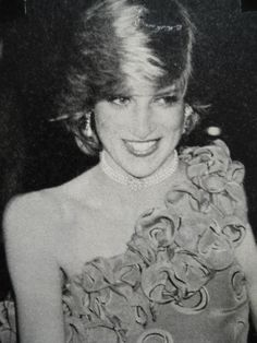 November Princess Diana at a fashion show fundraiser for Birthright at . November Princess Diana at a fashion show fundraiser for Birthright at the Guildhall, London. Real Princess, Prince And Princess, Princess Of Wales, Diana Fashion, 1987 Fashion, Royal Fashion, Princess Diana Pictures, Lady Diana Spencer, Glamour