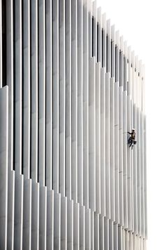 Aires Mateus, Juan Rodriguez · EDP Headquarters / office Building Facade / Vertical Fixed Brise Soleil / White Metal Brise Soleil /