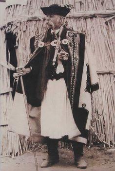 A Kevi Juhászfesztivál (Magyar Kincsek programajánló) - MagyarKincsek. Vintage Pictures, Old Pictures, Dance Wallpaper, European Costumes, Hungarian Embroidery, Epic Photos, World Photography, Folk Costume, My Heritage