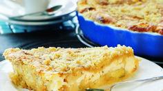 Omena-ansa on mehevä, rahkatäytteinen ja muruseospintainen omenapiirakka. omena rahka piirakka leivonnaiset