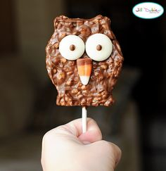 What is it with my obsession lately with owls? But this looks too cute. I'm sure my tummy will LOVE it too!