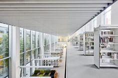 La antigua fábrica de plásticos Alchemika, situada en el distrito barcelonés de Sant Martí, ha sido reconvertida por parte de Oliveras Boix Arquitectes en la nueva biblioteca pública…