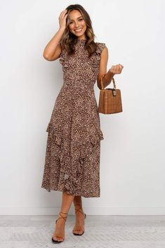 Discover recipes, home ideas, style inspiration and other ideas to try. Casual Work Dresses, Modest Dresses, Modest Outfits, Modest Fashion, Dress Outfits, Fashion Dresses, Dresses For Work, Summer Dresses, Woman Outfits
