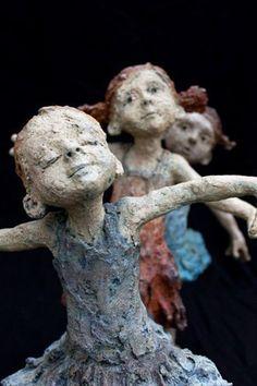 papier mache inspiration from La Terre d'Or website -- sculptural dolls by Jurga Sculptures Céramiques, Art Sculpture, Toy Art, Illustration, Paperclay, Michelangelo, Oeuvre D'art, Ceramic Art, Amazing Art