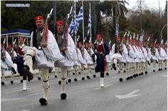 """""""...με τους Τσολιάδες ποιος μου είπε να τα βάλω..."""" Baby Strollers, Greece, Army, The Unit, News, Baby Prams, Greece Country, Gi Joe, Military"""