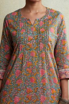 Exemplifying the art of hand block-printing, our Gulzar Farzin Kurta comes in an alliance of pretty pastels. This cotton kurta features pleat-detailing on the yoke and a distinct border on the hems. Simple Kurta Designs, New Kurti Designs, Kurta Designs Women, Kurti Designs Party Wear, Stylish Dress Designs, Designs For Dresses, Blouse Designs, Neck Designs For Suits, Neckline Designs