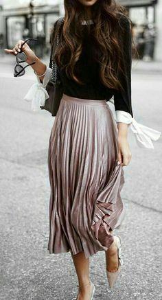 How to Wear a Midi Skirt in Winter, 50 Midi Skirt Outfits - Men's Fashion & Men's Fashion - Mode Winter (Mädchen) 2019 - Mens, Women's Outfits Fashion Mode, Modest Fashion, Look Fashion, Skirt Fashion, Trendy Fashion, Autumn Fashion, Fashion Outfits, Womens Fashion, Fashion Black
