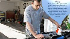 Sjekk bilens olje Når utendørstemperaturene endrer seg, vil det påvirke de interne temperaturene i motoren din, så vær sikker på at du bruker riktig olje for forholdene. Hvis du bor et sted hvor temperaturene kommer under 0, bør du kanskje bytte til tynnere olje med mindre viskositet. #vinterdekk