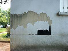 остроумные граффити  Только здесь!  Верблюжьи караваны на улицах, чеширский кот, морские котики и Брюс Ли, сражающийся с перилами... Сегодня какой-то особенный день? OakOak, французский уличный художник, который благодаря интернету стал известен пра�...