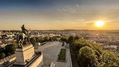 Im Jahr 2021 gibt es in Tschechien jede Menge Jubiläen Ein Grund mehr, sich in Tschechien auf die Spuren verschiedener Persönlichkeiten zu begeben und so mehr über Land und Leute zu erfahren. Reisen Prague, Villa Tugendhat, Karl Iv, Logo Foto, Gazebo, Statues, Paris Skyline, Bright, Places