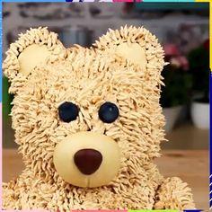 A tutorial on how to make Teddy Bear cake! Credit: Cakepedia A tutorial on how to make Teddy Bear cake! Diy Teddy Bear, Teddy Bear Cakes, Cake Decorating Videos, Cookie Decorating, Cute Cakes, Yummy Cakes, Kolaci I Torte, Animal Cakes, Cake Videos