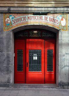 Rotulos comerciales de Bilbao. Bizkaia, Pais Vasco. Spain. © Inaki Caperochipi Photography. Estos rótulos de siempre tienen un sabor...