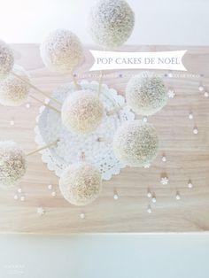 POP CAKES DE NOËL  (gâteau yaourt à la fleur d'oranger enrobé de chocolat blanc et de noix de coco)
