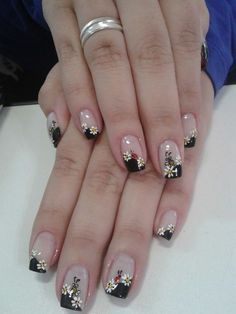 Your short nail deserves some amazing nail art design and Color. So, regarding that, we have gathered some lovely Floral Nail Art for Short Nail suggestions only for you. Flower Nail Designs, French Nail Designs, Nail Art Designs, Pretty Nail Art, Cute Nail Art, Beauty Hacks Nails, Nail Art Photos, Floral Nail Art, French Tip Nails