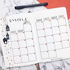 Get several layout ideas for your bullet journal monthly spread. Choose from simple, minimalist and easy designs. This is perfect for students and beginn. Bullet Journal Monthly Calendar, Bullet Journal Easy, Bullet Journal Student, Bullet Journal Minimalist, Bullet Journal Themes, Bullet Journal Spread, Bullet Journal Inspiration, Bullet Journals, Bullet Journal Ideas For Students