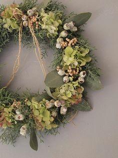お店のお祝いにお作りさせて頂いたフレッシュリース。 オランダの花やさんの定番にな...