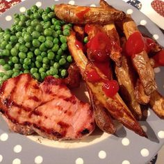 Weight Watchers No Count dinner, just used for ketchup Hit the spot tonight . Weight Watchers On Line, Weight Watchers Diet, Clean Eating, Healthy Eating, Actifry, Yummy Food, Tasty, Frozen Peas, Pork Loin