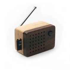 Tiny Wooden speaker (Bulid-in FM Radio) for iPod and MP3 Player (100% Made in Handicraft):