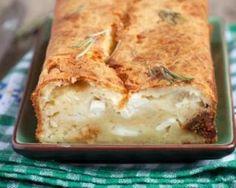 Cake aux figues, chèvre et feta à moins de 200 calories : http://www.fourchette-et-bikini.fr/recettes/recettes-minceur/cake-aux-figues-chevre-et-feta-moins-de-200-calories.html