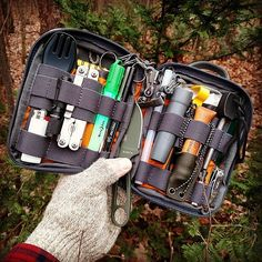 Survival camping tips Survival Tools, Survival Prepping, Survival Items, Doomsday Prepping, Survival Stuff, Survival Equipment, Camping Equipment, Edc Backpack, Survival Backpack
