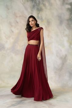 Indian Gowns Dresses, Indian Fashion Dresses, Indian Designer Outfits, Indian Outfits, Designer Dresses, Stylish Dresses For Girls, Stylish Gown, Simple Lehenga, Dress Indian Style