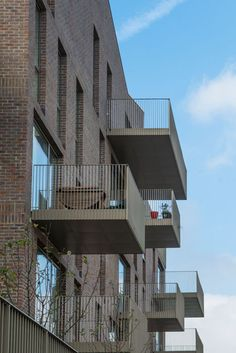 The award winning Brentford Lock West development designed by Duggan Morris Architects which uses Freshfield Lane Selected Dark Facing bricks.