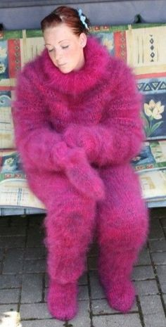 Mohair Sweater, Wool Sweaters, Gros Pull Mohair, Catsuit, Sweater Outfits, Mittens, Hand Knitting, Dungarees, Onesie