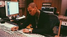 Chris Brown ❤️ #chrisbrown #teambreezy #heartbreakonafullmoon PINTEREST:DEE✨✨