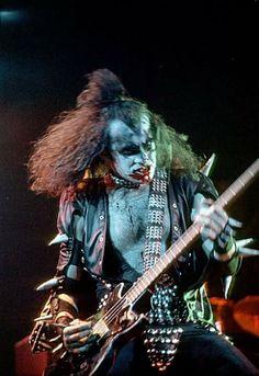 Gene Simmons Kiss, Kiss Members, Vintage Kiss, Vintage Music, Vinnie Vincent, Kiss Pictures, Kiss Images, Eric Carr, Kiss Photo
