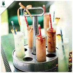 A Revista Casa e Comida postou essa foto linda com os drinks expostos no porta-copos da D.Filipa. A ideia é ótima e ficou incrível!